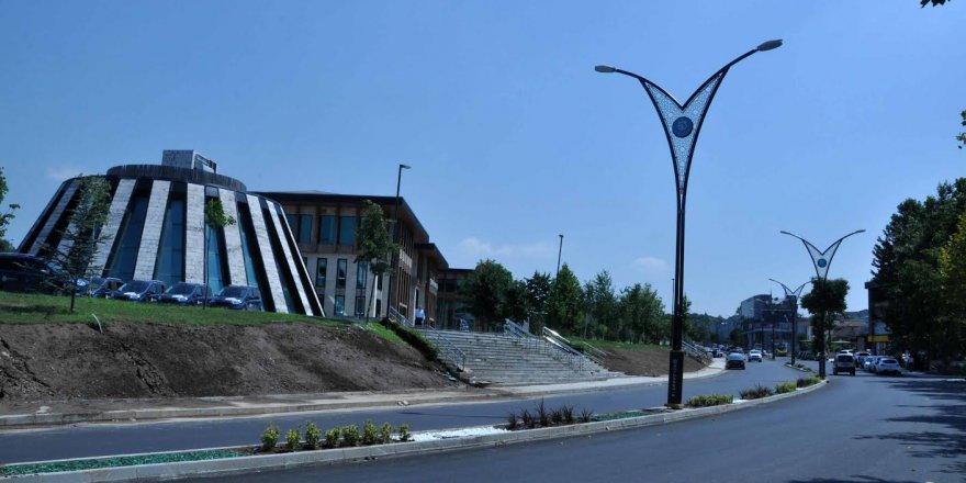Başiskele Selahhattin Eyyübi Caddesi'nde aşınma asfaltı serildi