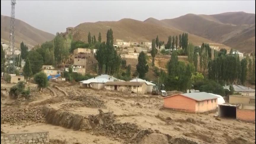 Van'da dün 6 evin yıkıldığı mahallede ikinci kez sel felaketi yaşandı