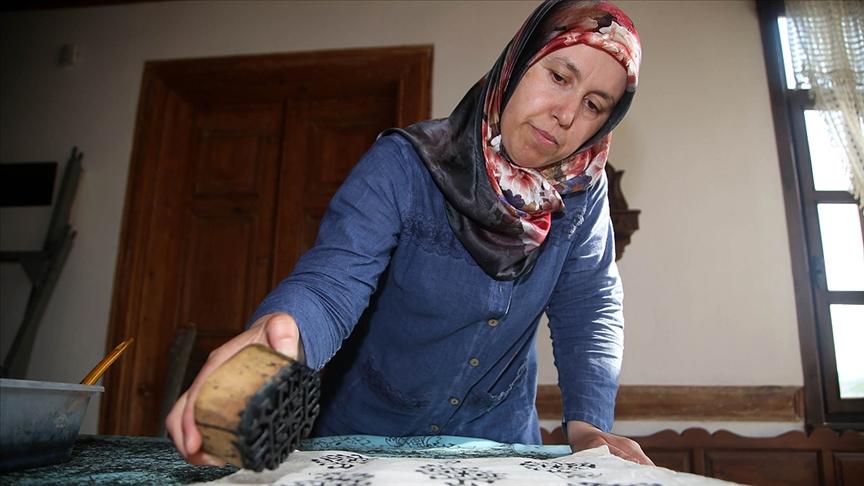 Mikrokrediyle iş kuran kadın girişimci 'ev atölyeciliğiyle' üretim yapıyor
