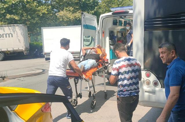 Kamyonet ile taksinin çarpışması sonucu 2 kişi yaralandı
