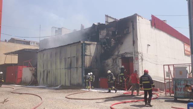 Gebze'de bir fabrika da çıkan yangın hasara yol açtı