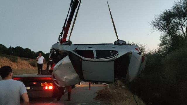 Kontrolden çıkan otomobil dereye devrildi