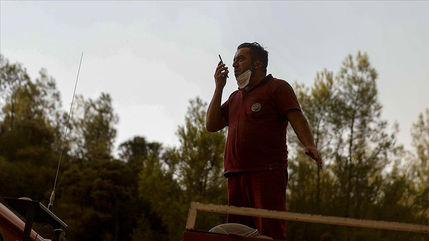 Orman işçisinin, arazözün üzerinde 9 yaşındaki oğluyla telefon konuşması duygulandırdı