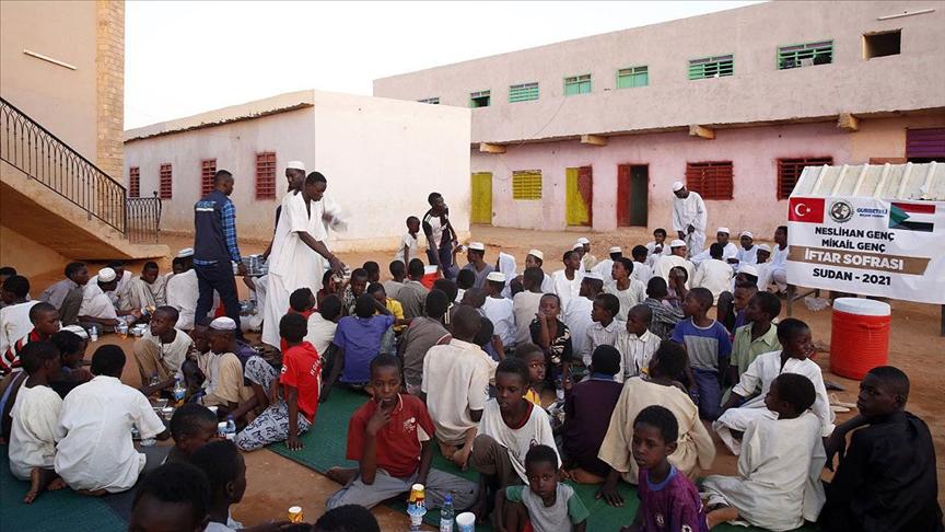 Fransa'da yaşayan gurbetçilerden Afrika'daki ihtiyaç sahiplerine yardım eli