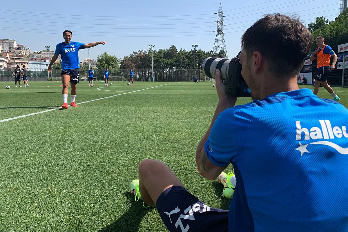 Fenerbahçe'de Mesut Özil foto muhabirlik yaptı