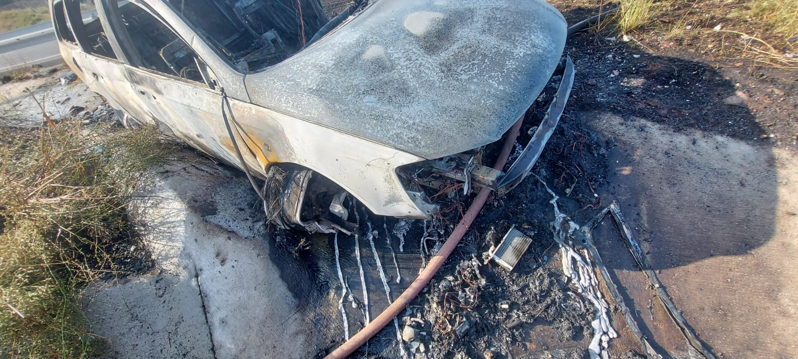 Gebzede Şarampole yuvarlanıp yanan araçtan burnu bile kanamadan çıktı