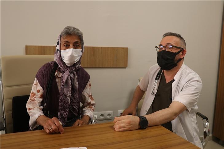 Tek akciğeriyle Kovid-19'u yenen Erzincanlı 69 yaşındaki Hatice Sezer'den 'Aşı olun' çağrısı