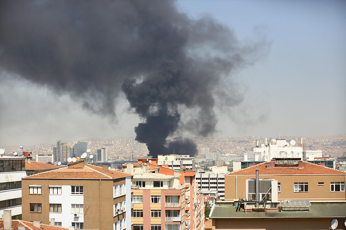 Ankara'da bir hastane inşaatında yangın çıktı