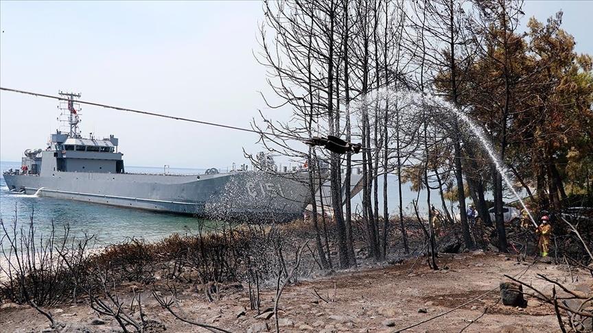Ören Sahili'ndeki yangını çıkarma gemisi personeli söndürdü