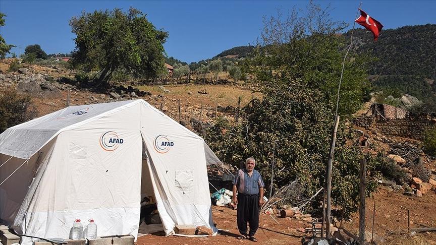 Adana'nın Kozan ilçesindeki orman yangınında 2 yıl önce yaptırdıkları evleri kullanılamaz hale gelen ve kızlarının çeyizi zarar gören aile üzüntü yaşıyor.