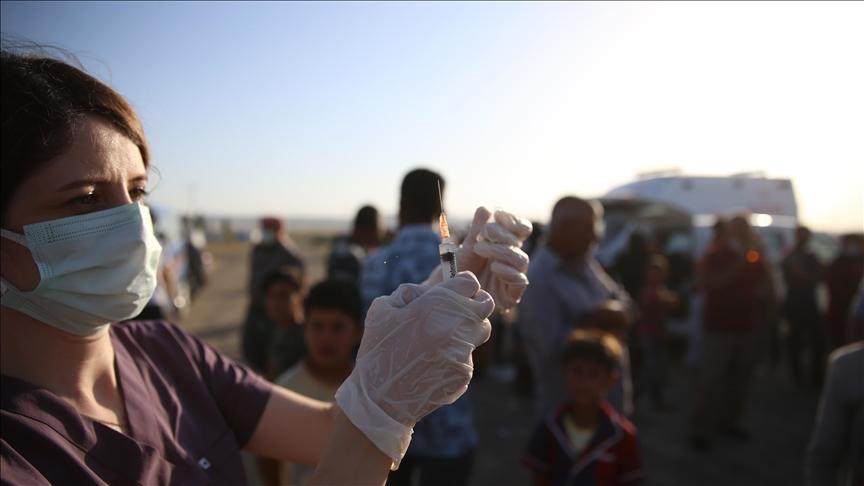 Mevsimlik tarım işçilerine çadırlarında aşı hizmeti sürüyor