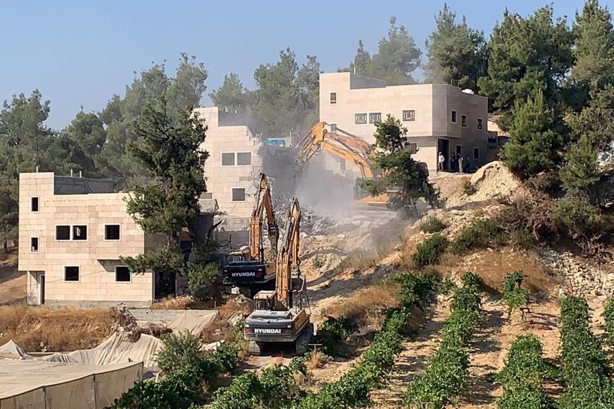 İsrail güçleri, Filistinli kardeşlere ait 3 evi yıktı