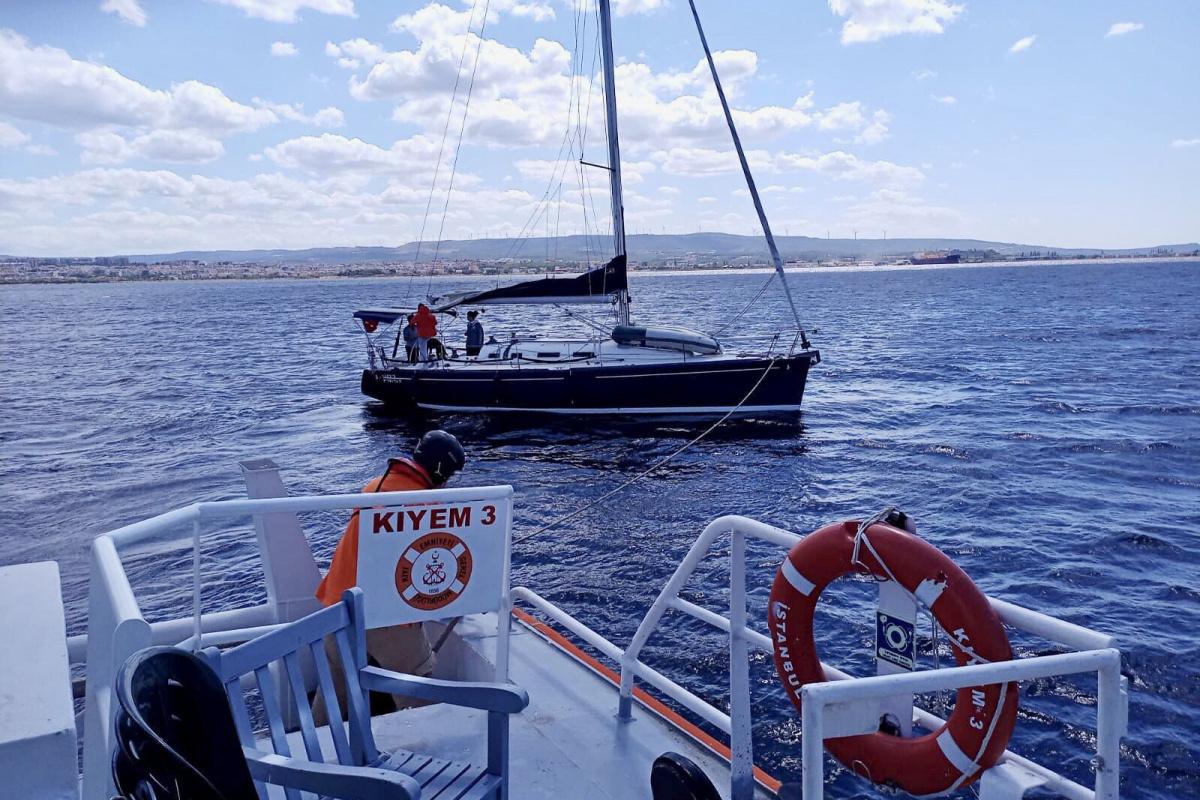Çanakkale Boğazı'nda yakıtı biten yelkenli kurtarıldı