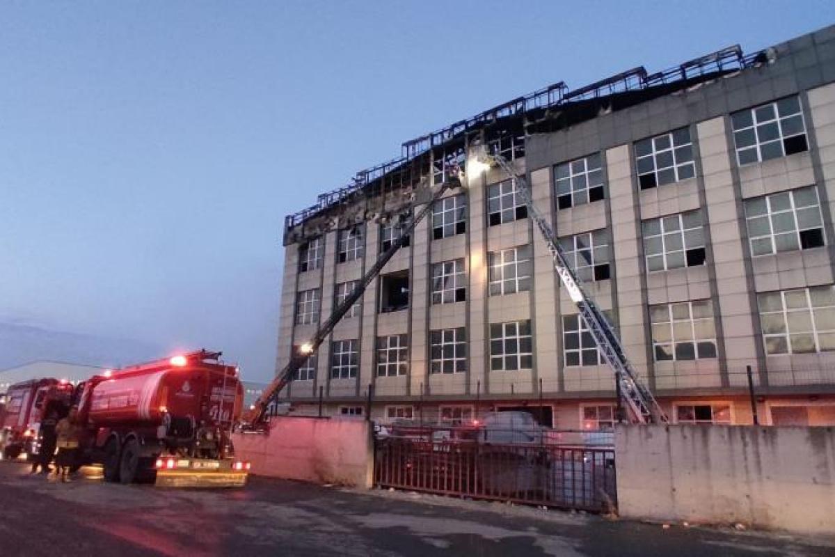 Arnavutköy'deki yangın kontrol altına alındı: Hasarın boyutu gün ağarınca ortaya çıktı