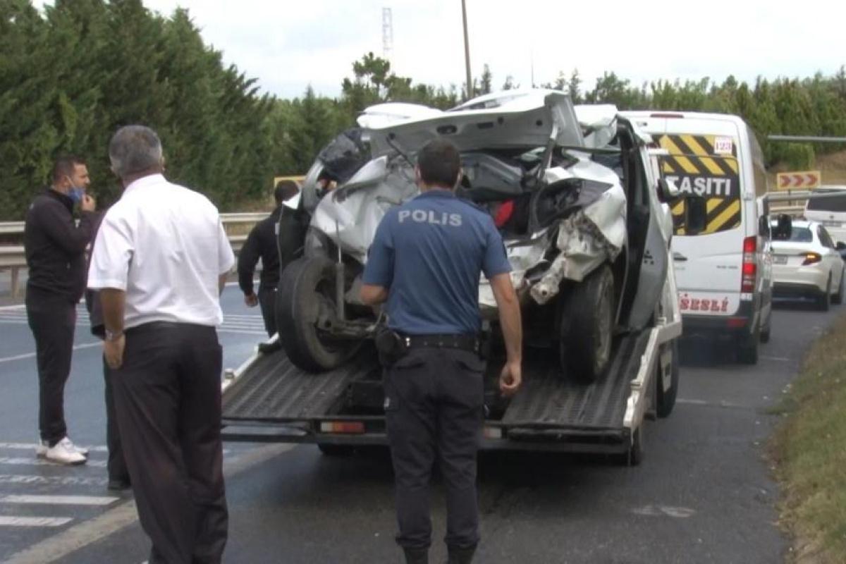 Ümraniye'de kaygan zeminde feci kaza: 1'i ağır 3 yaralı