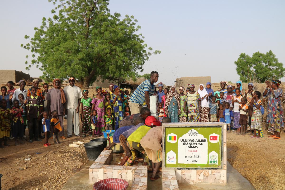 Mali'de köylülerin temiz su kuyusu sevinci