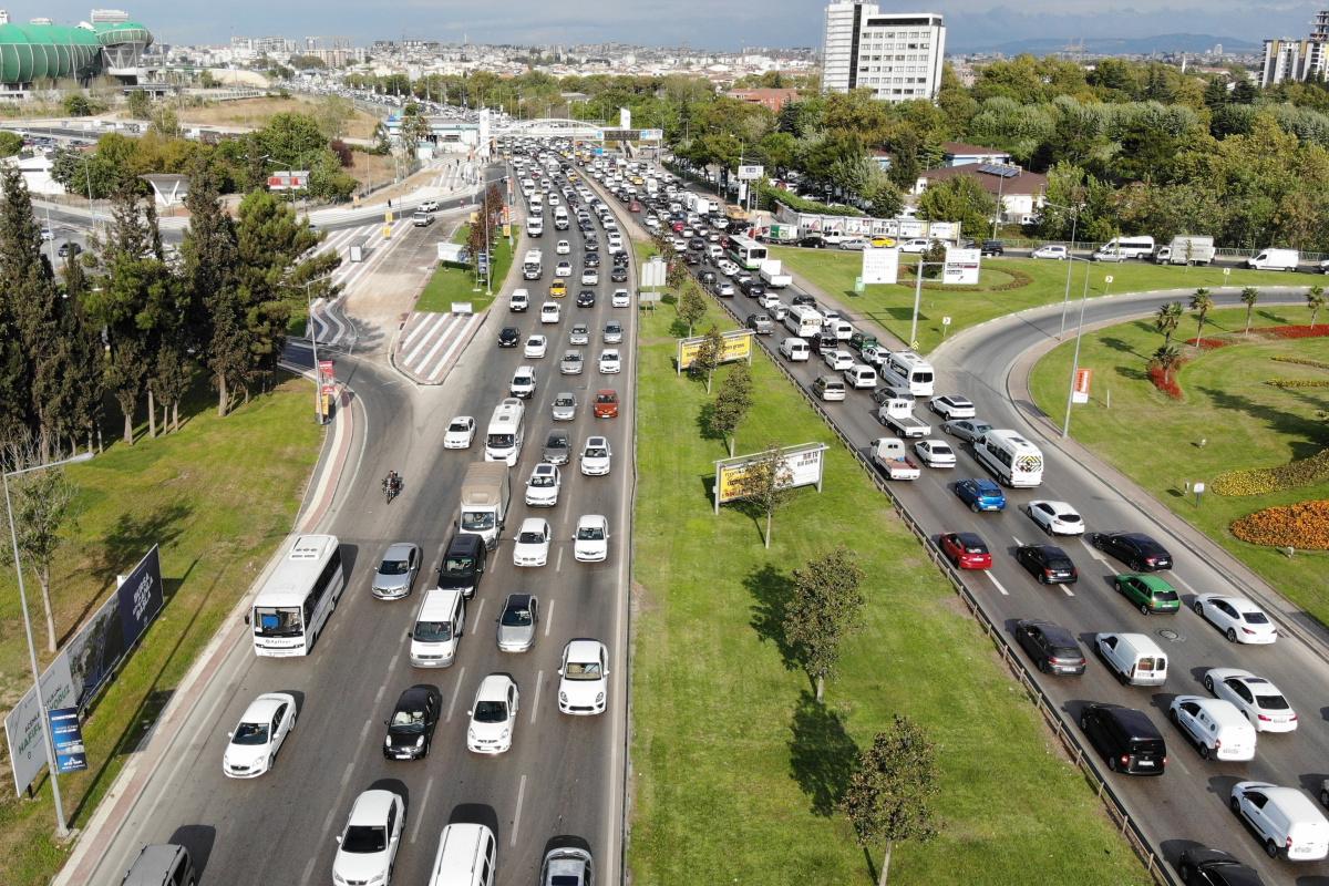 Okullar açıldı trafik kilitlendi..O anlar havadan görüntülendi