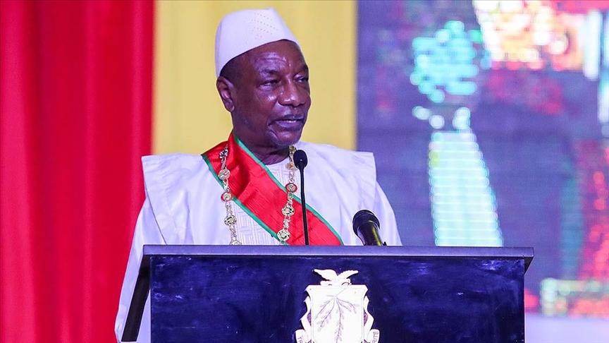 Gine'nin demokratik güç değişimiyle iktidara gelen ilk Cumhurbaşkanı Alpha Conde darbeyle devrildi
