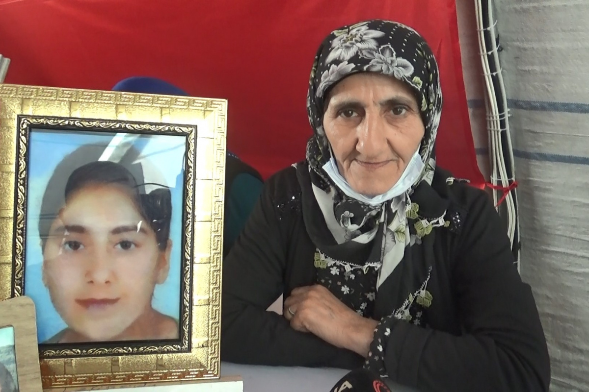 Evlat nöbetindeki acılı anne, HDP ve PKK'dan kızını isted