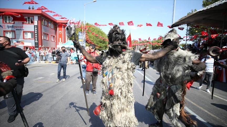 """Balıkesir'in kurtuluş törenlerinde işgalde düşmanın korkulu rüyası """"Tülütabaklar"""" canlandırıldı"""