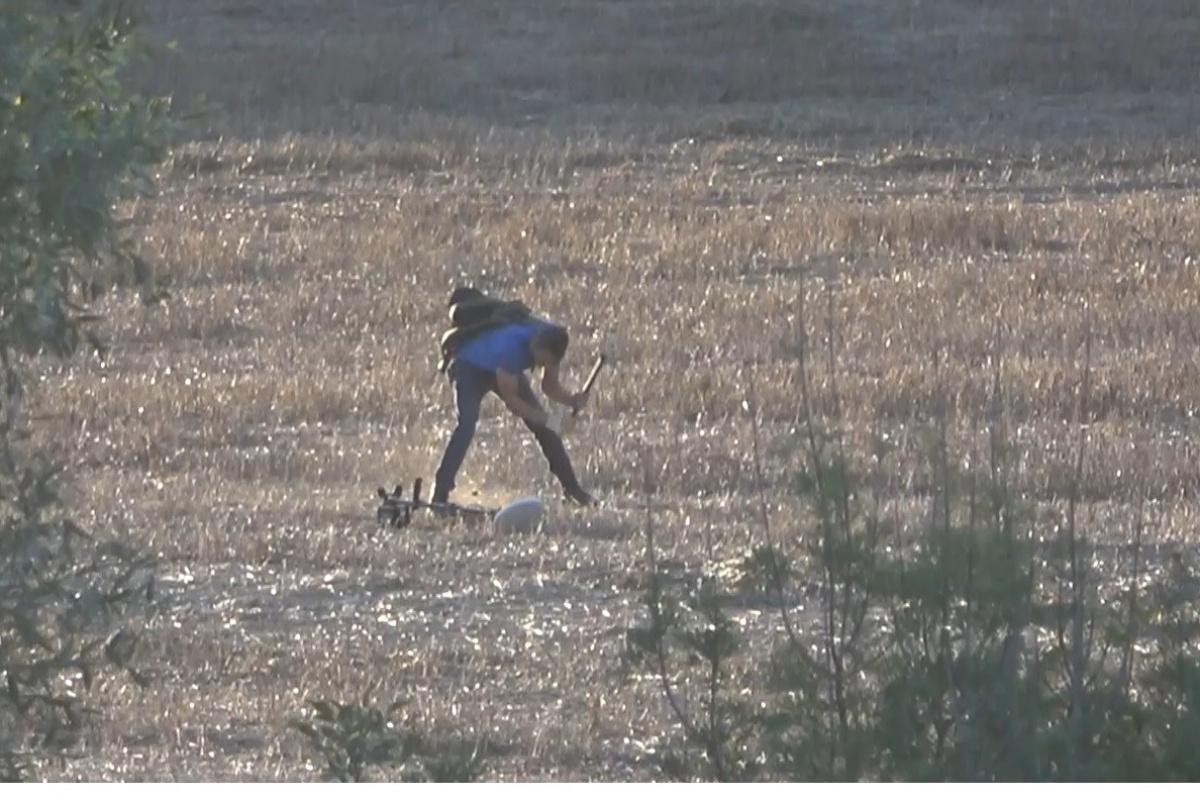 İstanbul'da dedektörle ormanlık alanda define aradı