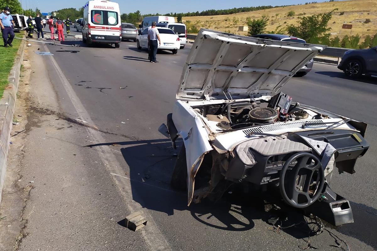 Otomobil yoldan çıktı: 2 ölü, 2 yaralı
