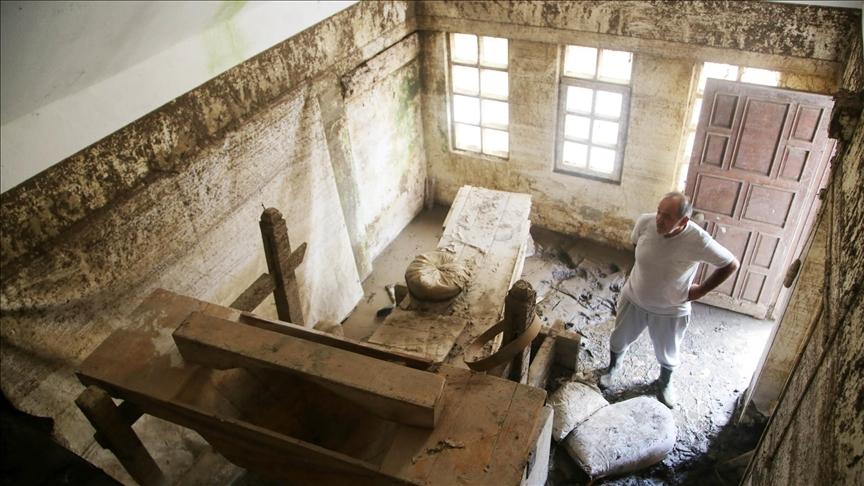 Sel 100 yıllık tarihi su değirmenine de zarar verdi