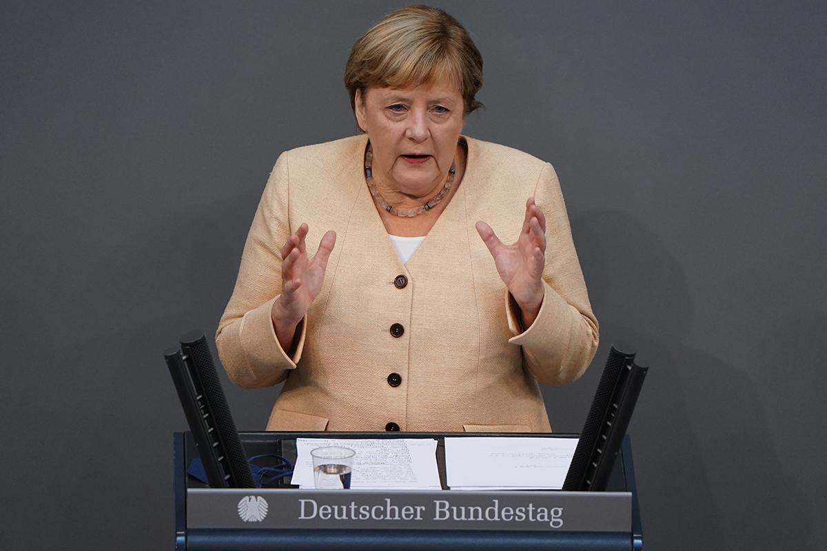 Almanya'da Federal Meclis'in son oturumu seçim düellosuna döndü