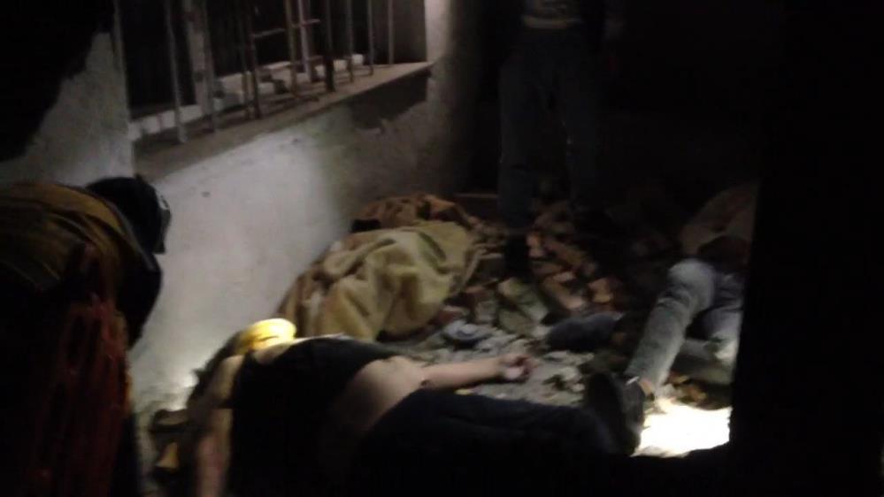 Yaslandıkları balkon duvarı yıkıldı, 6 metreden aşağıya düştüler