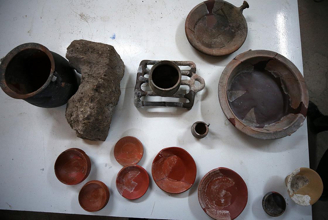 Assos'ta 1300 yıllık pala ve balta bulundu