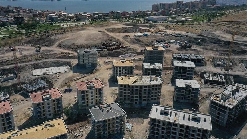 İzmir'de yapımı süren deprem konutları hak sahipleri için yükseliyor