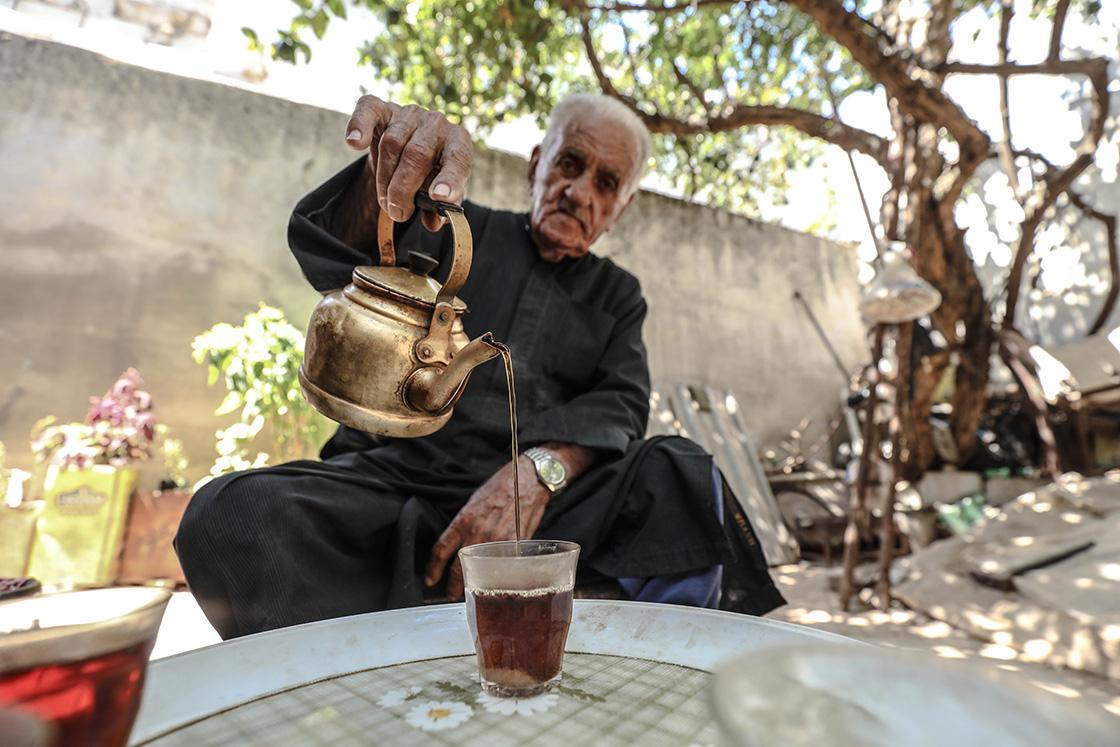 İdlib'in 90 yaşındaki Hacı lakaplı Hristiyan'ı Butrus, Suriye'den başka yerde yaşamak istemiyor