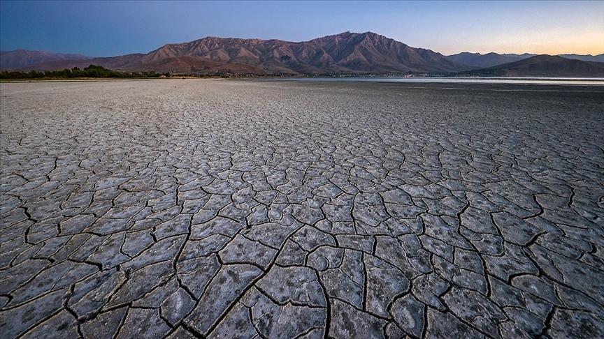 İklim değişikliğiyle mücadele etmeyen petrol şirketlerini 1 trilyon dolarlık risk bekliyor