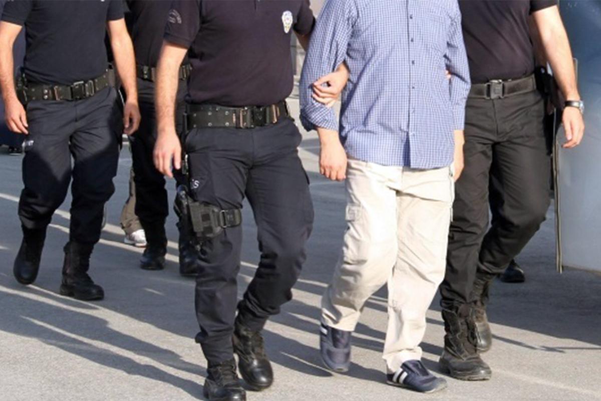 İstanbul'da okul çevrelerinde denetim: 8 bin 646 kişi sorgulandı, 39 aranan şahıs yakalandı