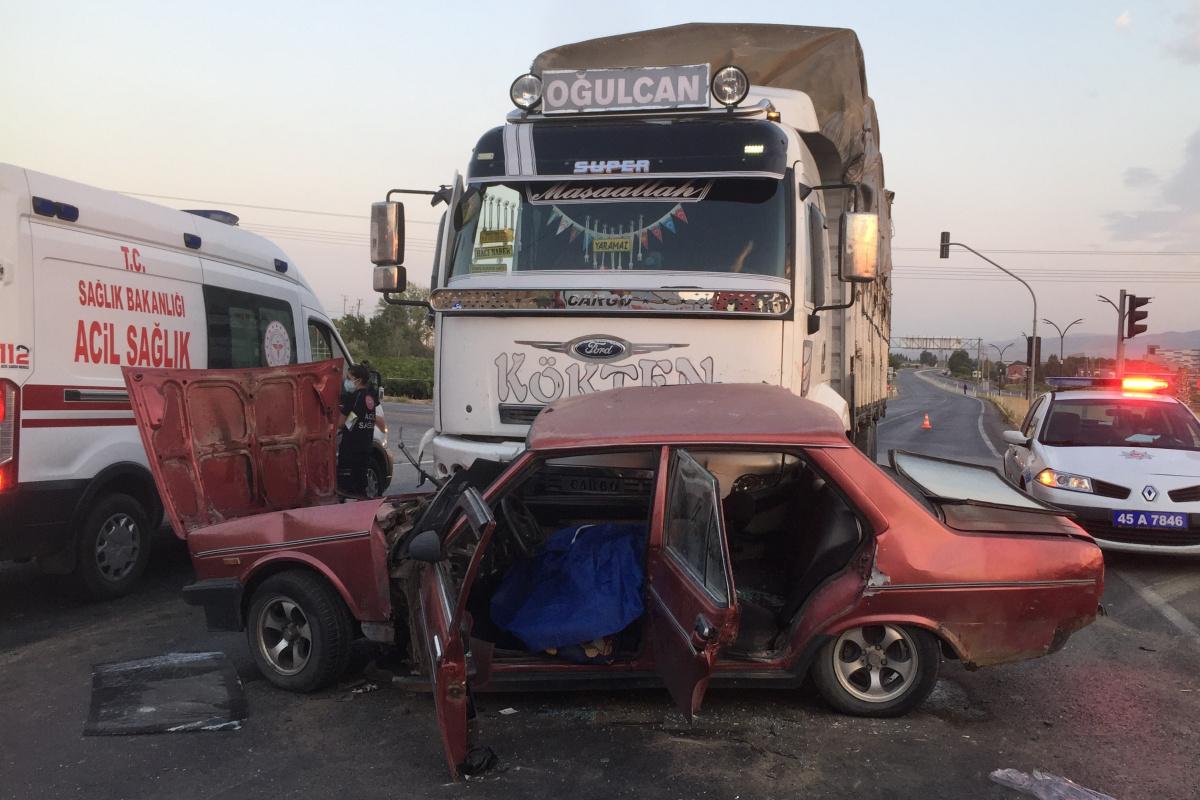 Alaşehir'de trafik kazası: 1 ölü, 3 yaralı