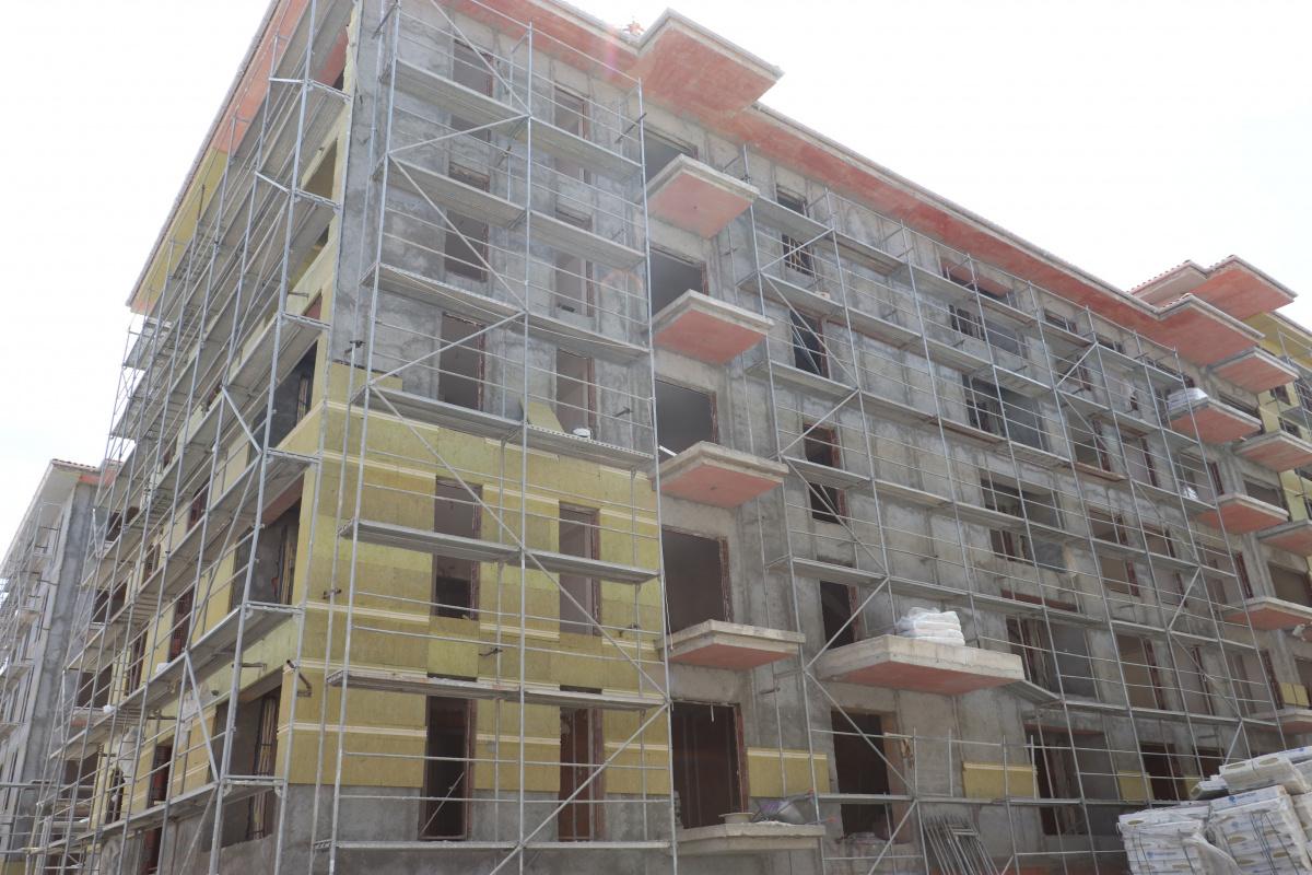 Müteahhitler inşaatları durdurdu