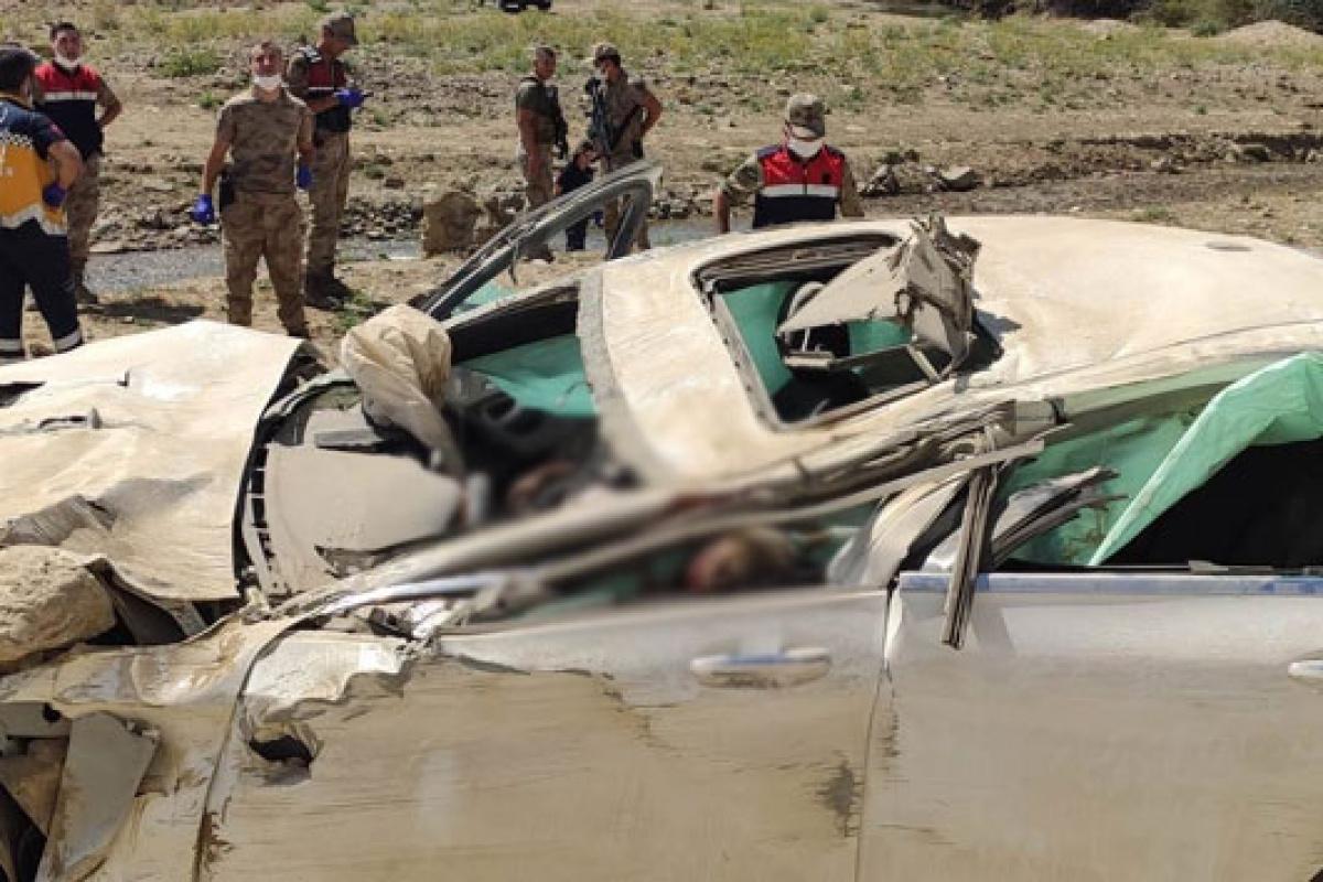 Van'da feci kaza: Otomobil şarampole yuvarlandı, 2 ölü 1 yaralı