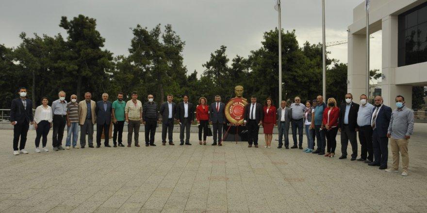 CHP Gebze'den 98. kuruluş yıldönümü vesilesiyle çelenk sunma töreni gerçekleştirildi
