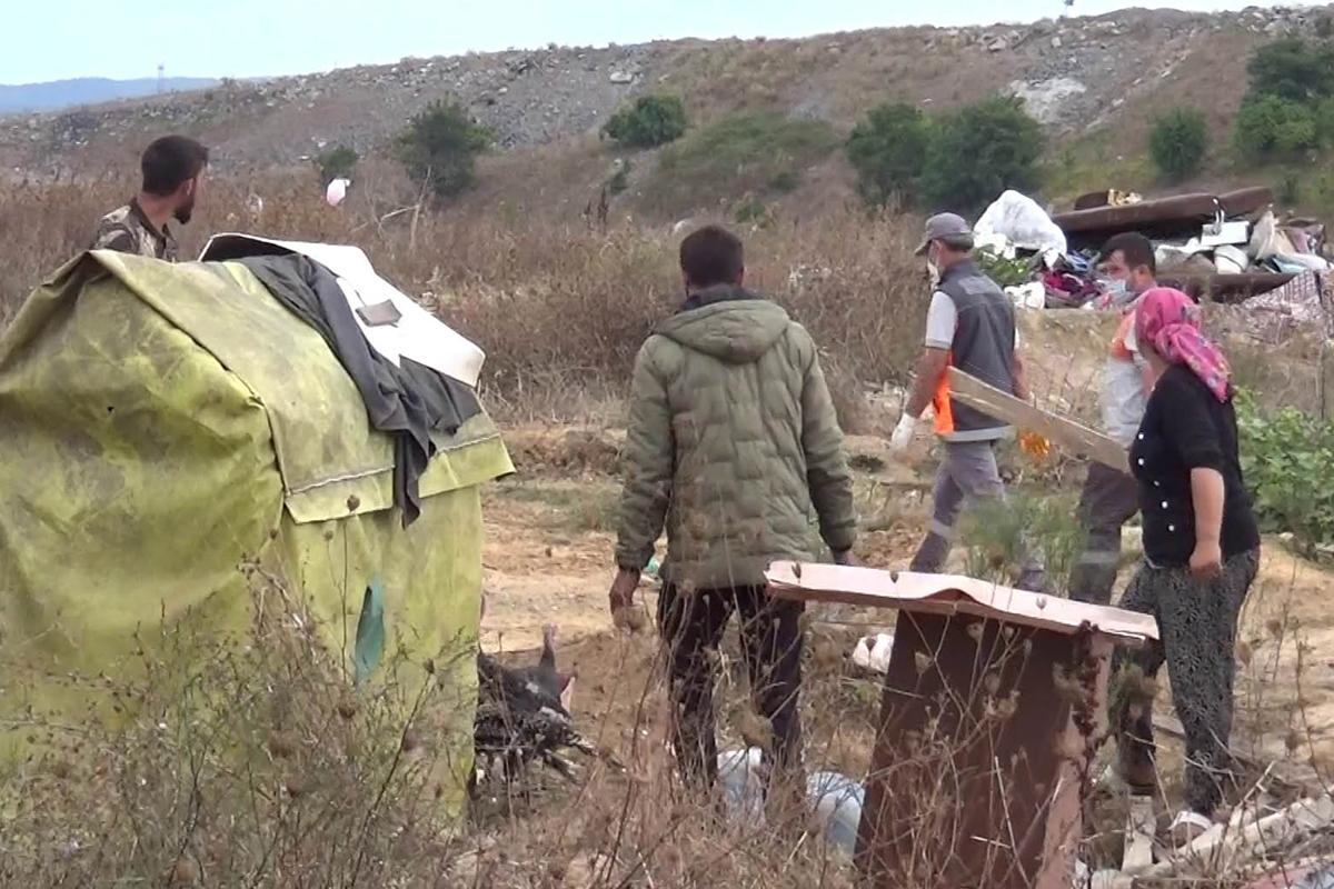 Sultangazi'de kaçak barakalar ekipler tarafından yıkıldı
