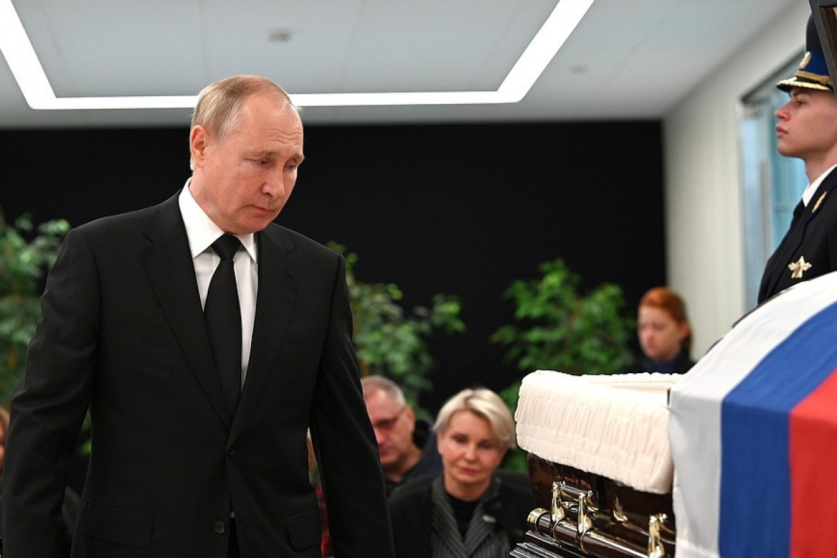 Putin, tatbikatta ölen Rus Bakan Ziniçev'in veda törenine katıldı