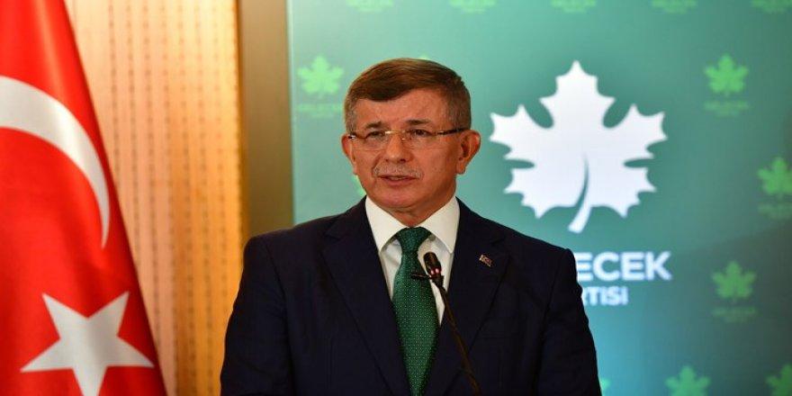 Davutoğlu 17-25 Aralık döneminde Çağlayan tarafından nasıl tehdit edildiğini anlattı