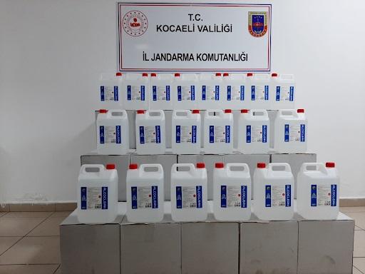Kocaeli İl Jandarma Komutanlığınca Gebze İlçesinde bulunan işyerinde yapılan aramada (700) litre sahte etil alkol ele geçirildi