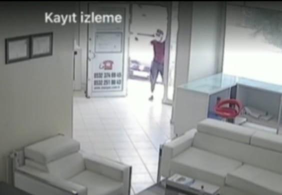 Elazığ'da iş yerinin kurşunlama anı güvenlik kamerasında