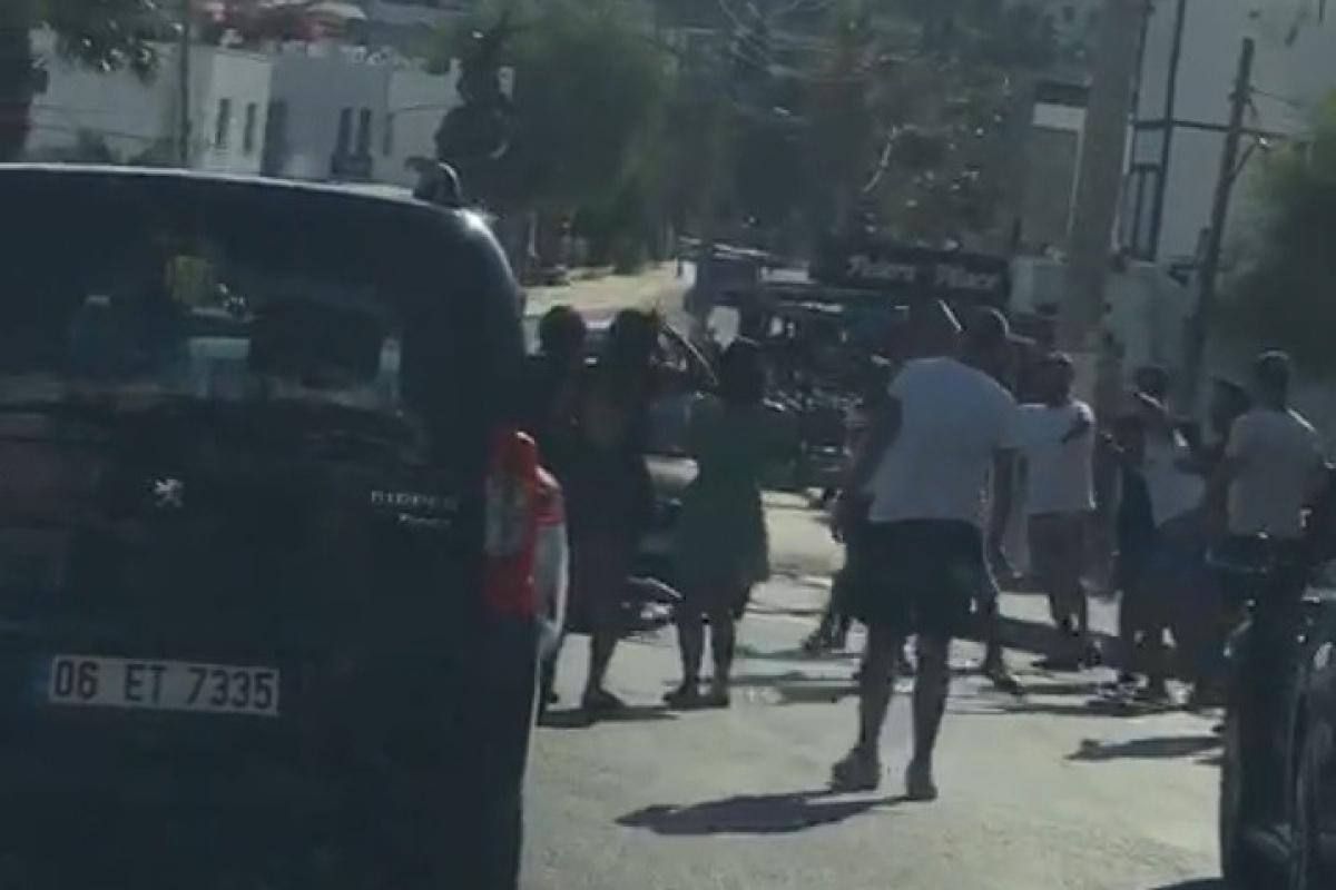 Beyzbol sopalı kavgada cadde savaş alanına döndü