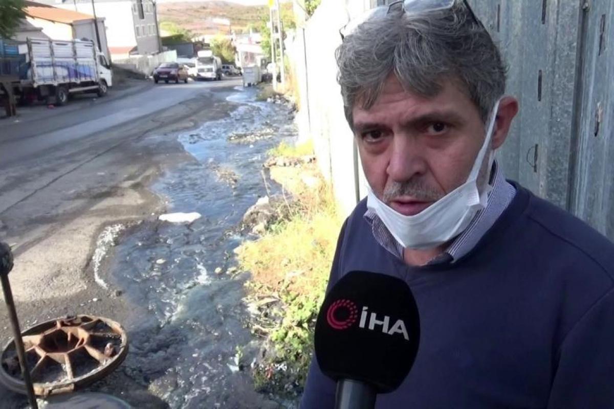 Sultangazi'de tekstil fabrikasının atık suyu caddeyi göle döndürdü