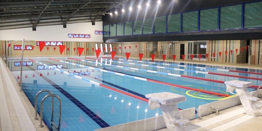 Gebze Cumhuriyet Yüzme Havuzu  şampiyonları bekliyor