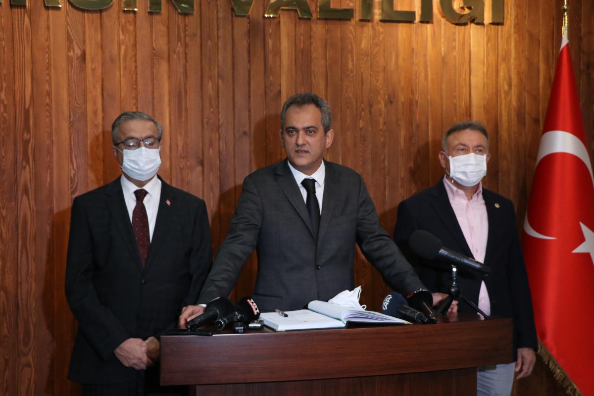 Bakan Özer: 'Covid-19 salgını ortamında en güvenli ortam okullardır'
