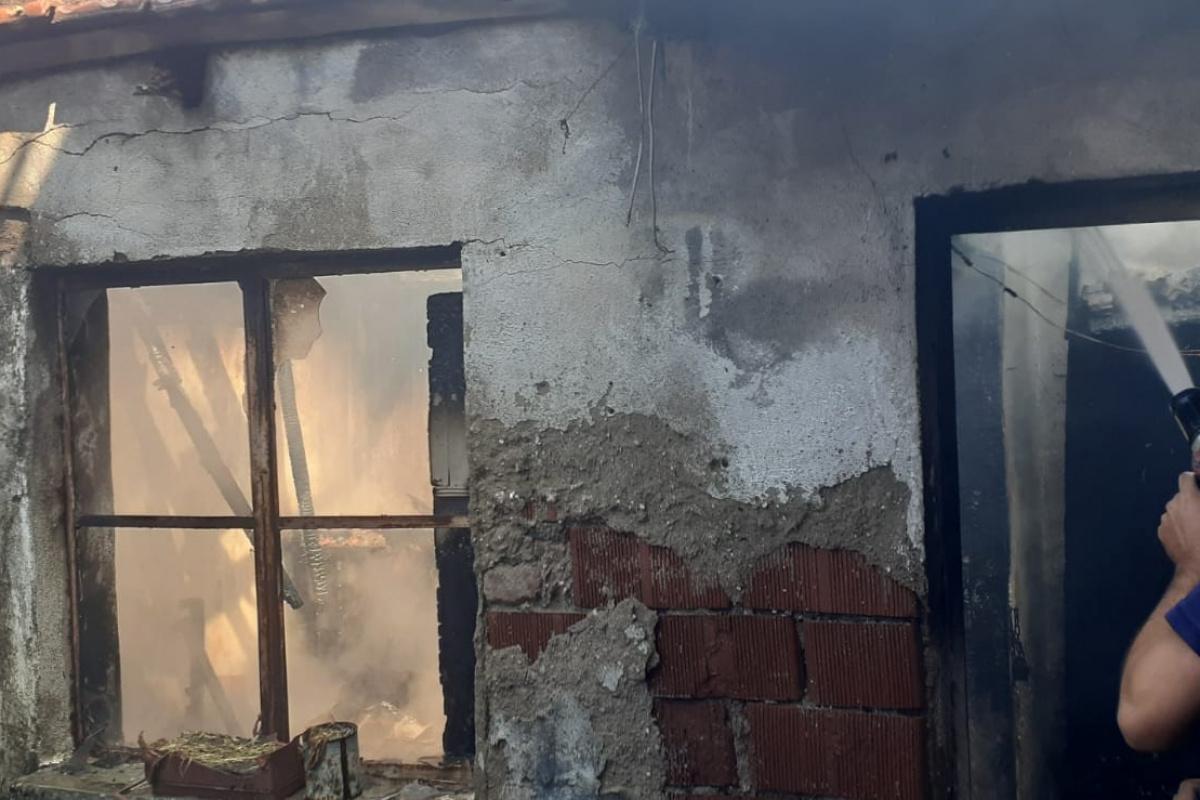 Metruk evde çıkan yangın panikletti