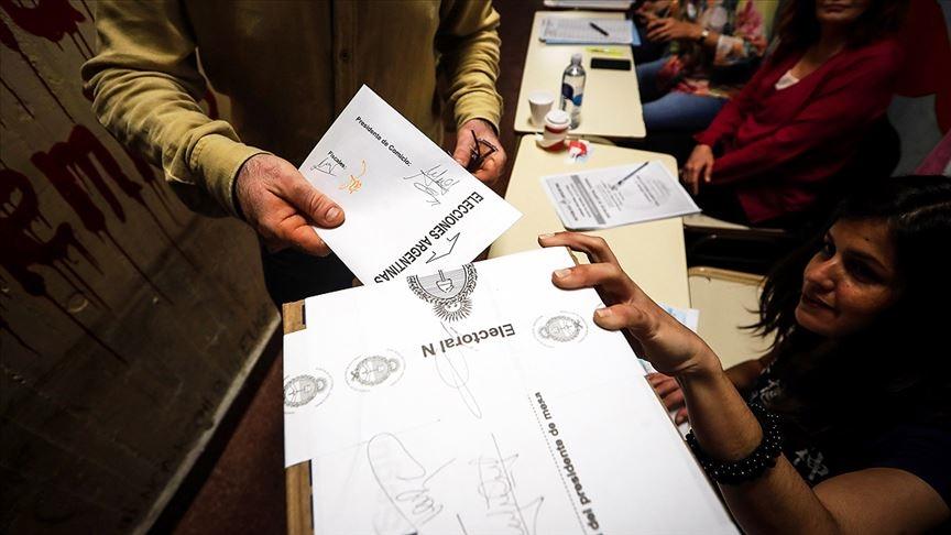 Arjantin halkı parlamento ön seçimleri için sandık başında