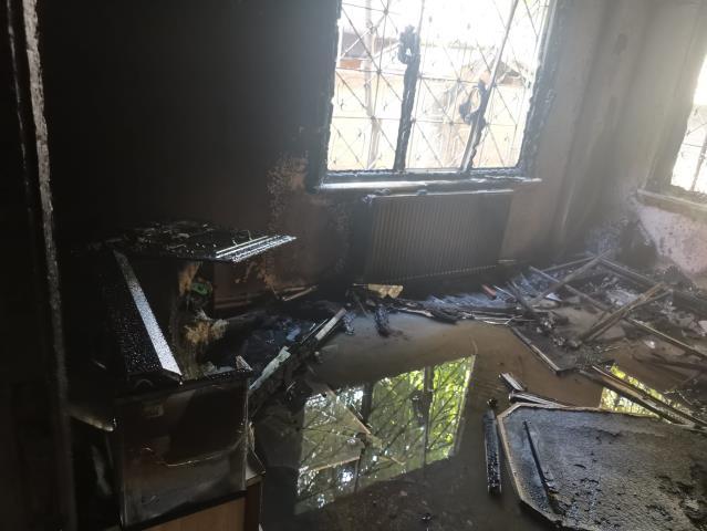Çayırova'da apartman dairesinde Maddı hasarlı Yangın